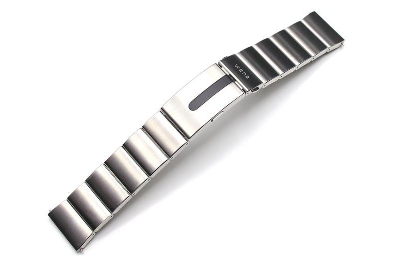 時計用バンドにスマートウォッチの機能が搭載されている wena wrist pro。お気に入りの時計をスマートウォッチ化できるという製品です。