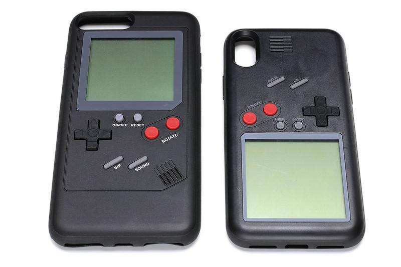 iPhone用のジャケットで、背面に液晶ゲーム機が内蔵されているという製品です。ゲーム機とiPhoneは連携しません。