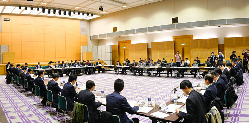 12月26日に開催された「モバイル市場の競争環境に関する研究会」(モバイル研究会)第5回