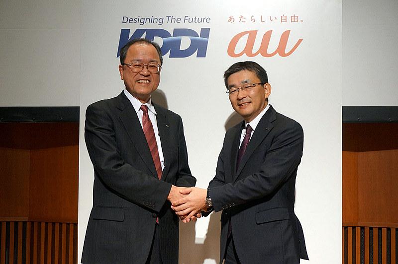 2018年1月、KDDI社長が田中氏(左)から髙橋氏(右)へ交代することが発表された