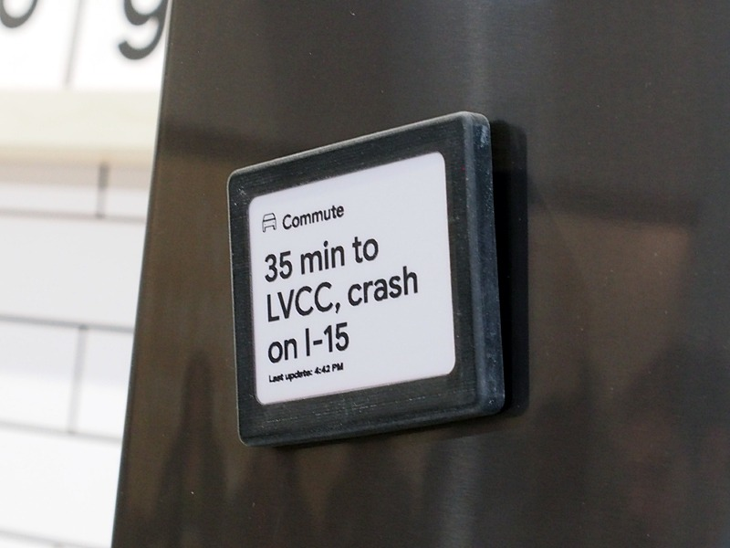 Assistant Connectを活用したE-Ink搭載デバイス。マグネットで冷蔵庫に貼り付けられる