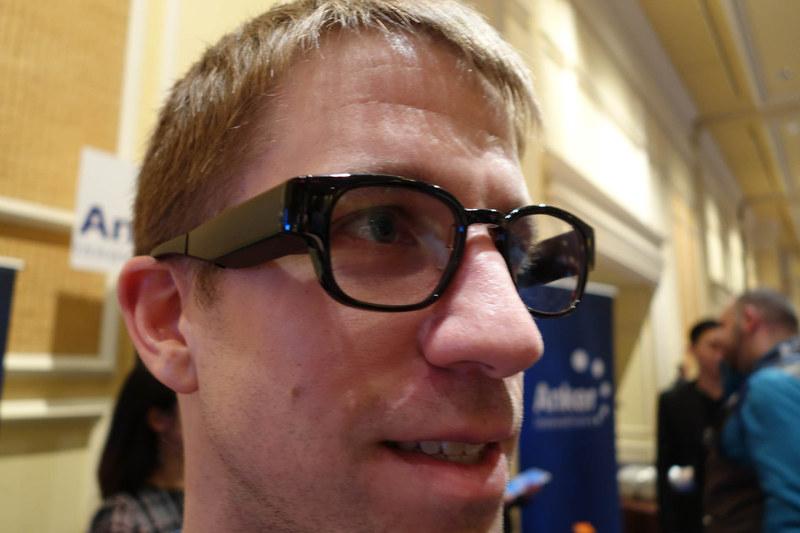 NORTHのFocals。かなり普通のメガネに近い外見をしている