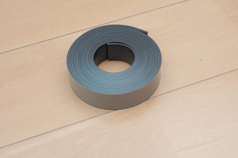 付属の磁気テープで行動範囲を制限することができる