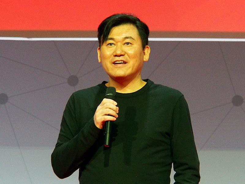 2018年のMWCで基調講演に登壇した三木谷氏(2018年2月)
