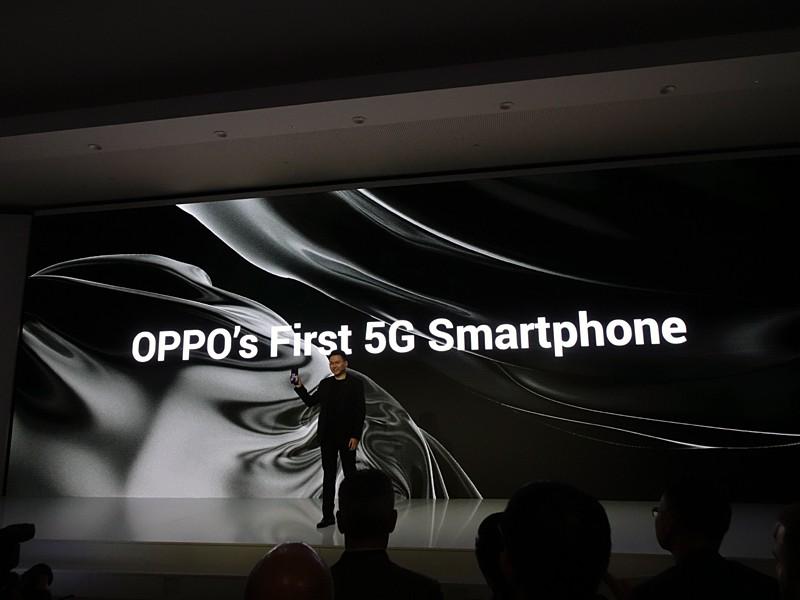 商用化する5Gスマートフォンも公開した