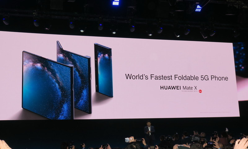 世界でもっとも高速な5G対応折りたたみスマートフォンを謳う「Mate X」