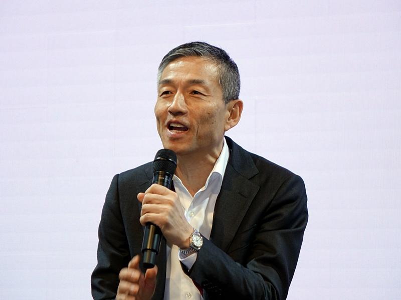 楽天モバイルネットワークの山田社長は、基地局設置の進捗状況などを語った