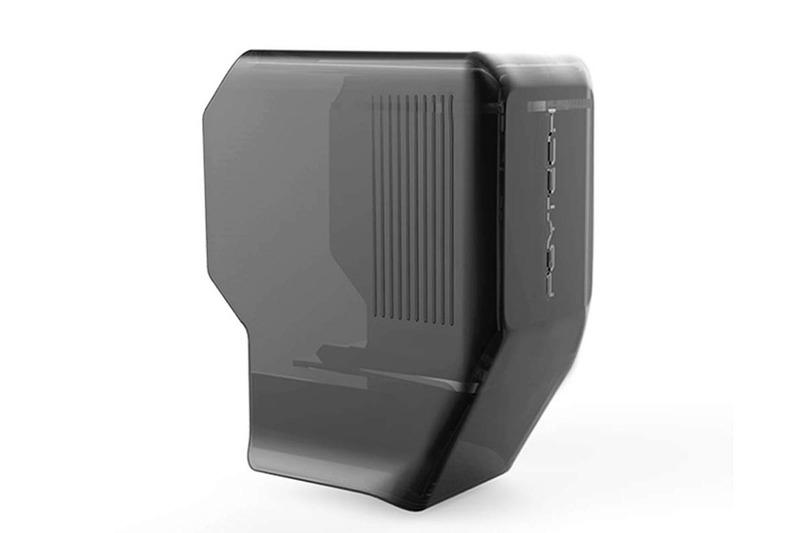 VikisdaブランドのOsmo Pocket用保護カバー。税込1399円でした。カメラ・スタビライザー部だけを覆うハードカバーで、下部と側部が開口していますので、手軽に脱着できます。手軽に脱着できますが、ややラフに扱ってもそこそこ抜けにくくて実用的。