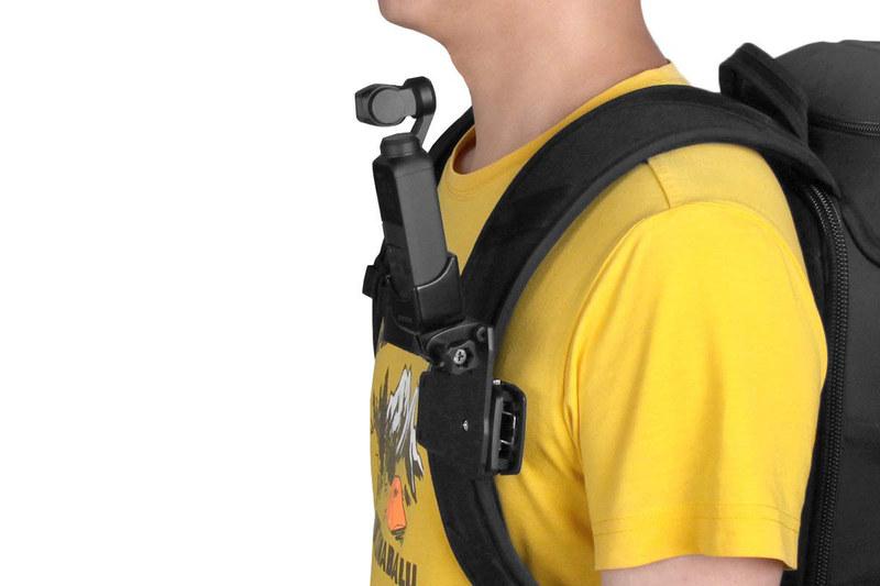 Taisionerブランド品。1250円でした。GoPro用マウントに固定するのに向くアダプターですが、付属パーツを使えば三脚にも固定できます。Osmo Pocketを抜き差しする感じで脱着でき、手軽に使えます。固定力もそこそこあって実用的。