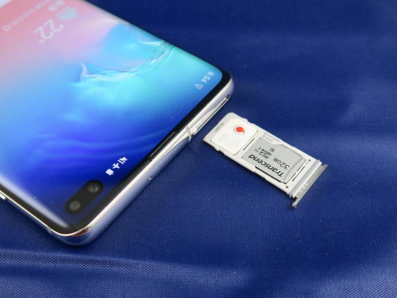 SIMカードはnanoSIMに対応。microSDメモリーカードは最大512GBまで対応