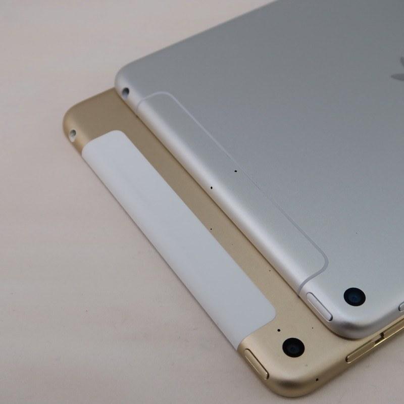 iPad mini 4(下)とiPad mini(第5世代)の背面。上部のアンテナが格納されていると思われる部分は処理が異なる。3.5mmイヤホンジャックは継承されている