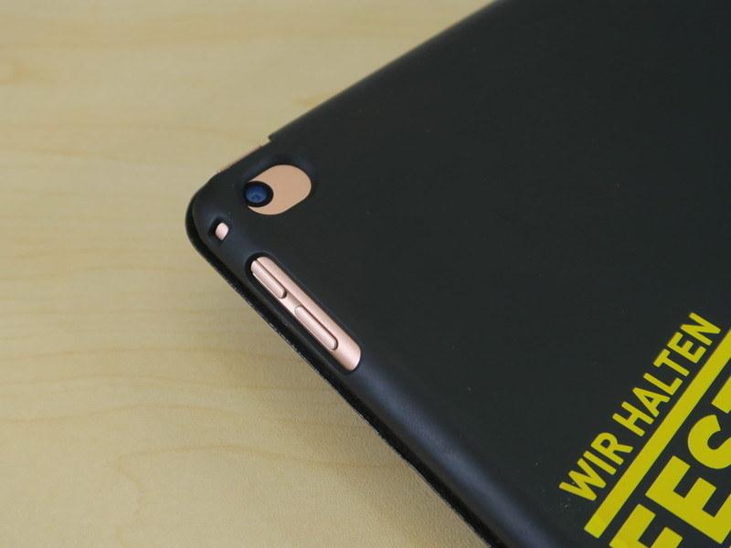 iPad mini(第5世代)にiPad mini 4で利用していたケースを装着すると、ボタンやカメラの位置がわずかに干渉してしまう。他の市販ケースでも同様の傾向が見られた
