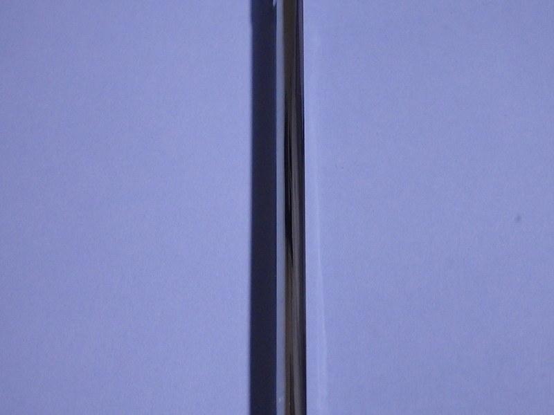 トライタンケースの透明度右側がケース越しに見た模造紙。左がケースなし、なのですがわかりますでしょうか?