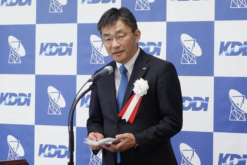 式典で挨拶をしたKDDI高橋社長