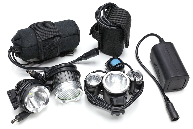 中華LED自転車ライトの例。MADE IN CHINAで安くてとても明るいけれど、たまにハズレがあったりする製品群です。いろいろな種類がありますが、専用電池パックと接続して使い、多くの製品で電池パックやコネクターに互換性があったりします。ただ、保証されている互換性ではないので、自己責任での使用となります。