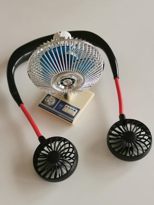 リビングではネックファン、自室のパソコン部屋では昭和扇風機と思ったが