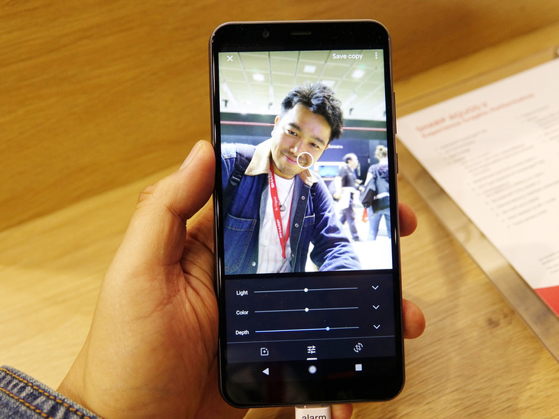 デュアルカメラを搭載し、人物撮影時に背景をボカすことが可能。カメラは2つとも13メガピクセル