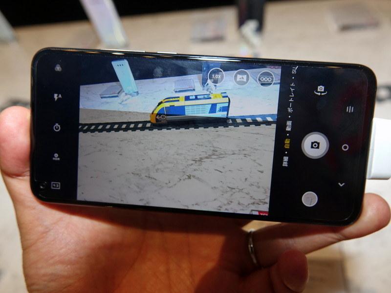 標準カメラと広角カメラは、ワンタッチで切り替え可能