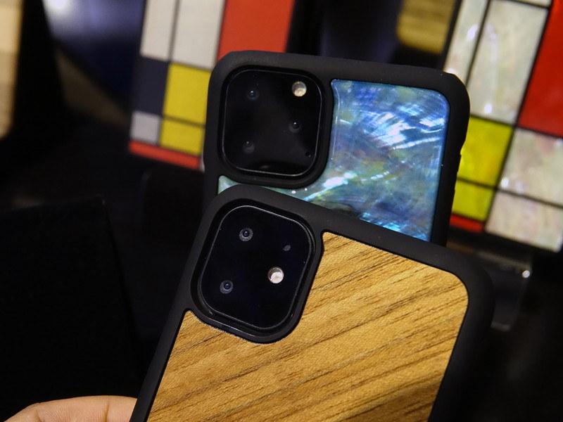 iPhone XRのみデザインが異なっていた昨年とは異なり、新型iPhoneはデザインをそろえるようだ。ただしiPhone XRの後継機(下)は、デュアルカメラの模様