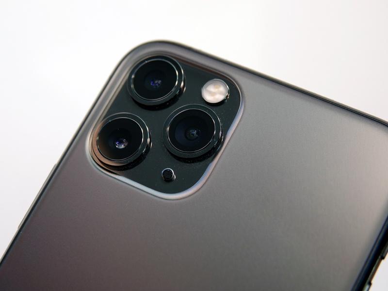 iPhone 11がデュアル、iPhone 11 Pro、11 Pro Maxがトリプルカメラを搭載。写真はiPhone 11 Proのトリプルカメラ