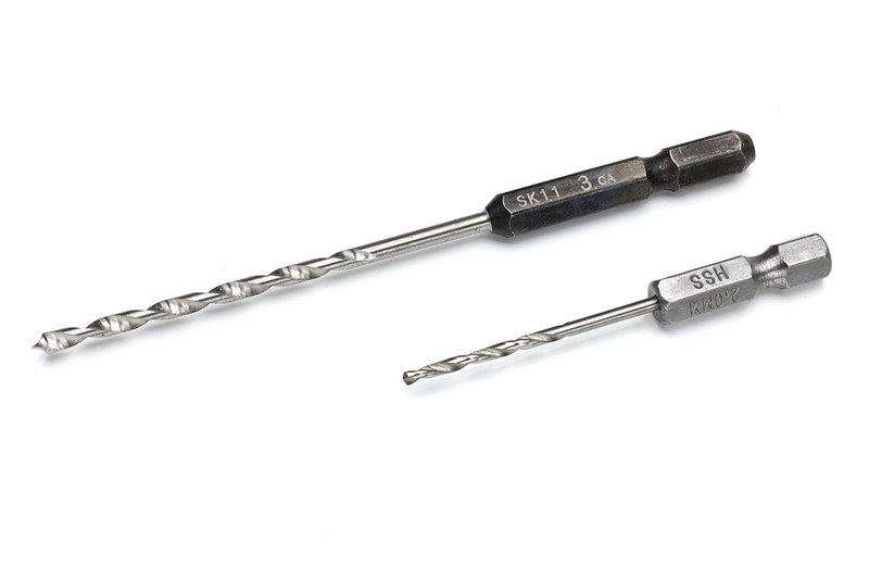 ドリルの類もちょっと電動化。本気の穴あけとかは、さすがに普通の電動ドリル類が効率的ですけど、下穴をちょっと開けるとかプラスチック板の軽い加工などなら、電ドラボールで十分やれちゃいます~。