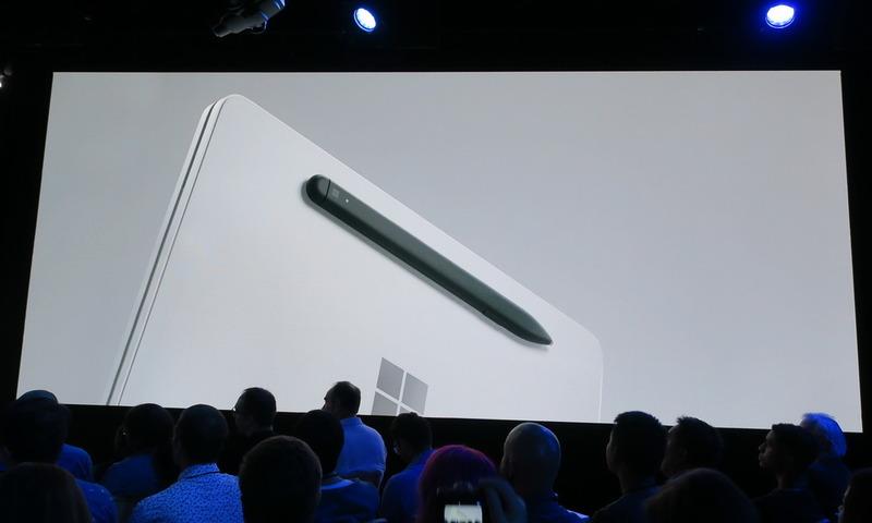 Surfaceペンは本体背面にマグネットで装着し、充電することが可能