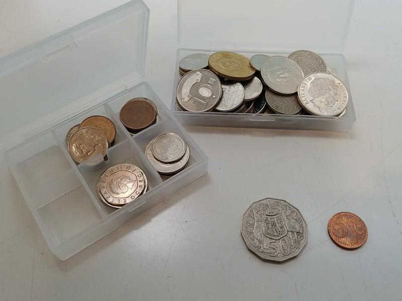 不明なコインは写真のケースに入っているもの。63枚あった