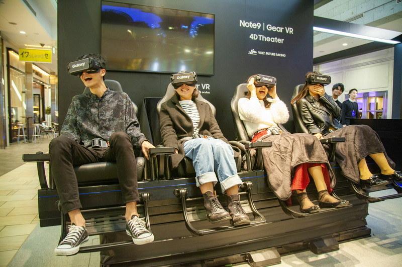 Galaxy Gear VRを装着してVR映像を楽しめる「VR 4D Theater」