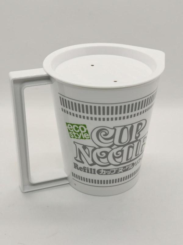 リフィル[詰め替え]用フタ付きマグカップは専用リフィルのラーメンを何度でもECOに食べられる140度まで耐熱のポリプロピレン製フタつきマグカップだ。