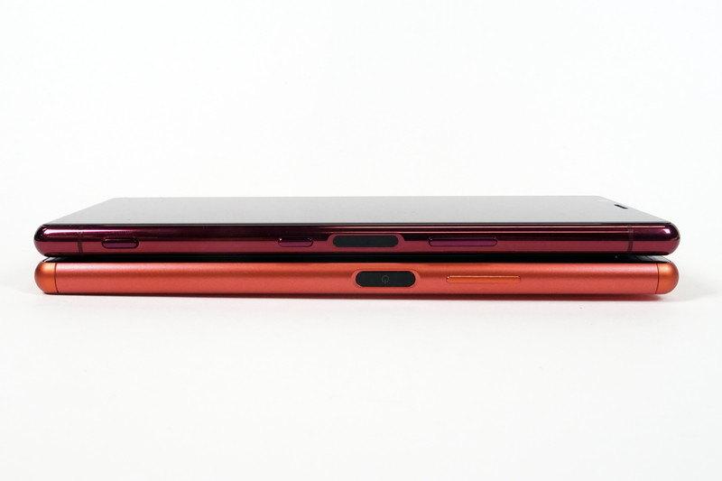 Xperia 5(上)とXperia 8(下)。Xperia 8にはシャッターボタンが搭載されていない