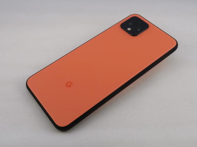 Pixel 4の背面はカメラ部が強調されたデザイン。FeliCaのアイコンはプリントされていない
