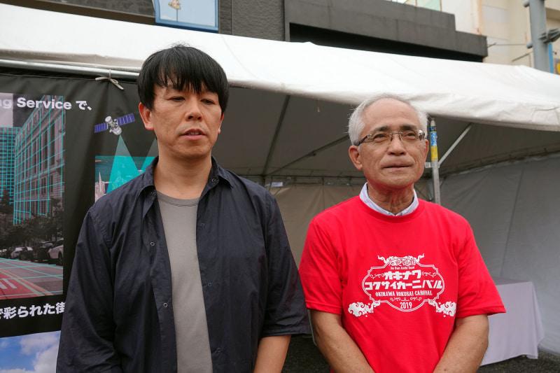 上月氏(左)と、沖縄市観光物産振興協会の島袋隆氏(右)