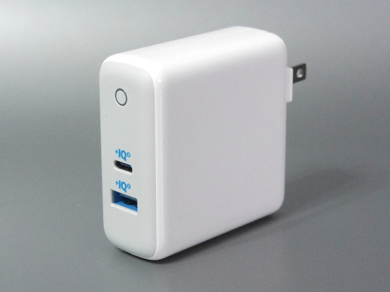USB Type-AとType-Cを各1ポート搭載。なお製品ページには「60W」という見出しが踊っているが、これは合計値で、Type-Cは最大45Wだ