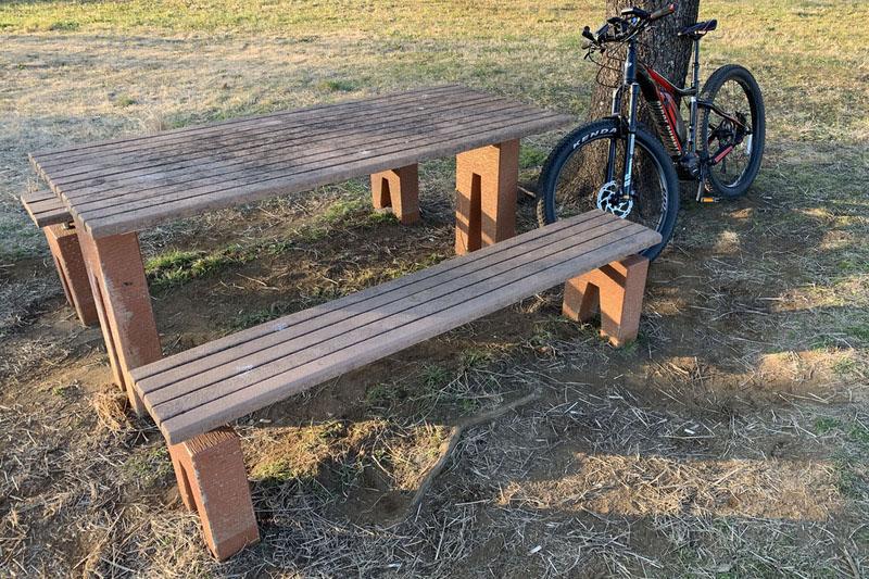 2017年頃からポタリング(散歩感覚のサイクリング)をしている筆者。この回では筆者流ポタリングを多角的に紹介しています。自転車は砂利道でも走れるタイプ、ウェアは普段着に見えて気軽に着られる速乾素材を推奨していますが、現在も同じスタイルです。
