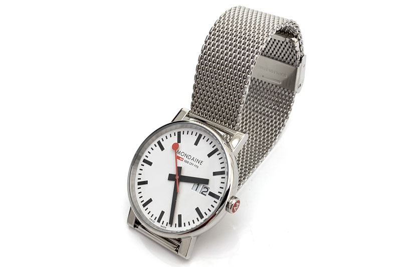 気づいてみたら視認性がイマイチで雰囲気やカッコ良さ重視の腕時計ばかり持っていた。そこで視認性の高い腕時計を探してみたら、モンディーンの定番文字盤の腕時計を見つけました。そんな話の回。