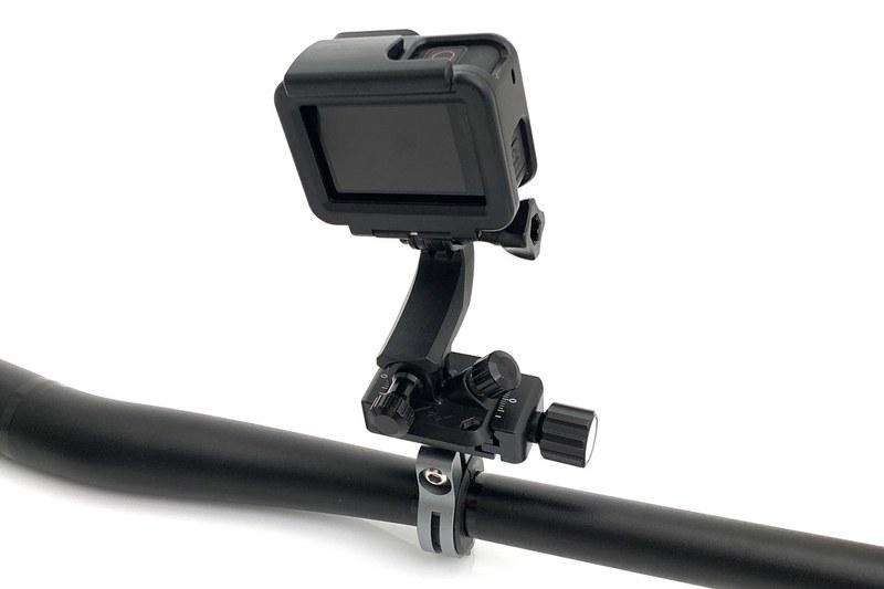 カメラ用品ブランドのピークデザイン(Peak Design)の新型「P.O.V. KIT」を紹介しました。アクションカメラなどを身に着けて撮影できるというキット。これを使い、自転車にアクションカメラを装着。最近のアクションカメラは電子的なブレ補正性能が非常に高いので、自転車から伝わる振動も大幅に抑えられ、一昔前よりずっと美しい「自転車走行動画」が撮れるゾ、という話も書いています。