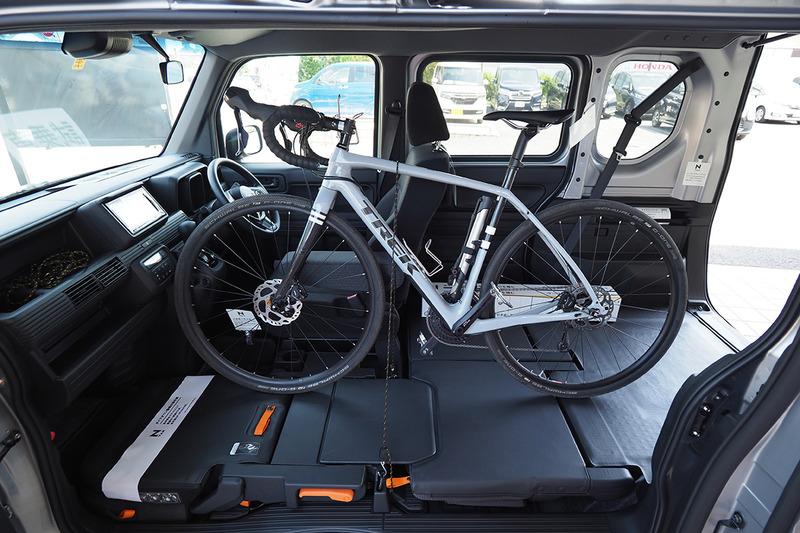 現在愛用中のメインカーことホンダ「N-VAN」。自転車をそのまま丸ごと積めちゃうんです! ていうか自転車を丸ごと積んで目的地まで行って、オイシイところだけサイクリングするためにN-VANを買ったんです! みたいな話を書いております。N-VAN、サイコーです♪