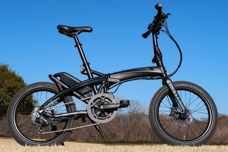 Tern(ターン)の小径e-bike「Vektron(ヴェクトロン) S10」を購入した話。写真のようなミニベロタイプの電動アシストスポーツ自転車で、コンパクトに折り畳めます。買って乗り始めて7ヶ月が経ちますが、超絶イイですこのe-bike!