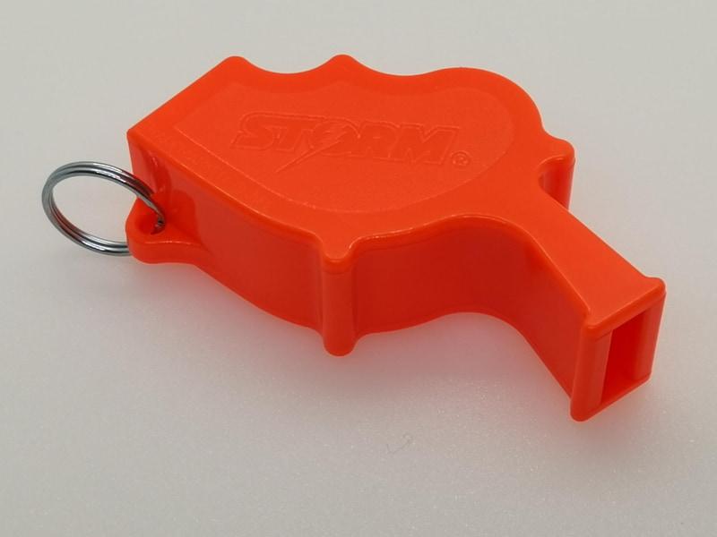 大きなサイズのSTORMのオレンジはプロフェッショナルユースにも耐えられるエッジの効いたタフデザイン