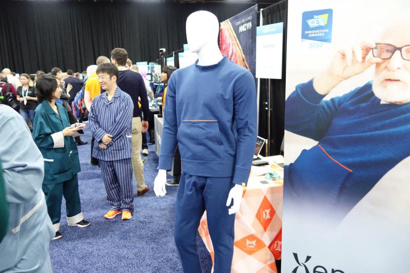 こちらは転倒検知機能を持つ部屋着型のスマートウェア
