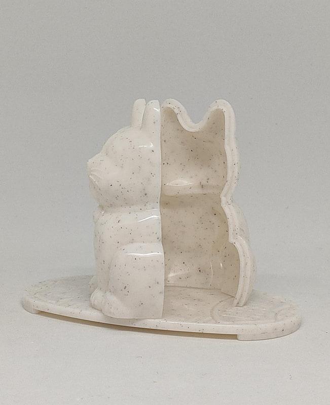 実際に作ったときはこういう感じで前後の部分を引き離し、飾り台に立つようにする