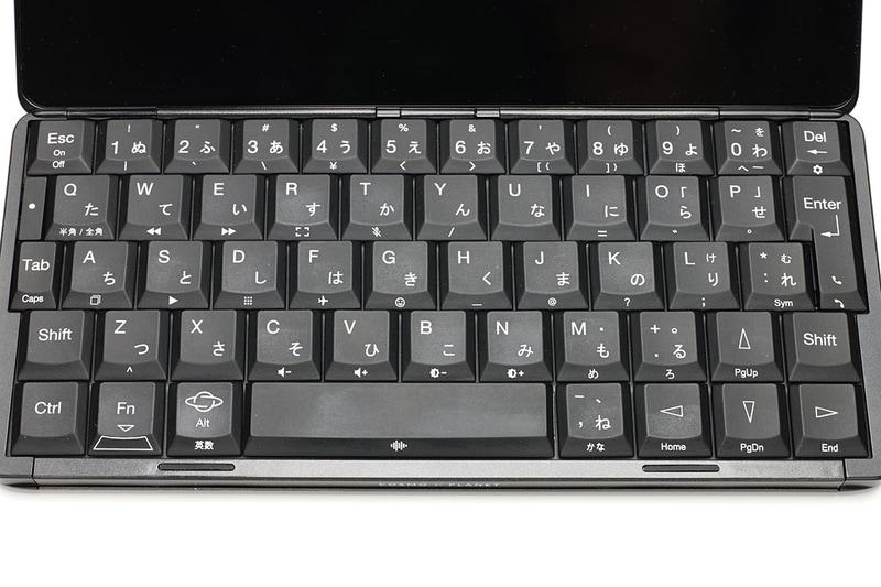 [Fn]キーとの同時押しで、キー手前部分の文字を入力したり機能を呼び出せる。