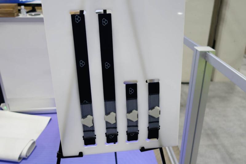 Yoganotch。体幹部に巻くセンサーだけバンドが長いが、センサーモジュール自体は同じで、主に傾きを検出する