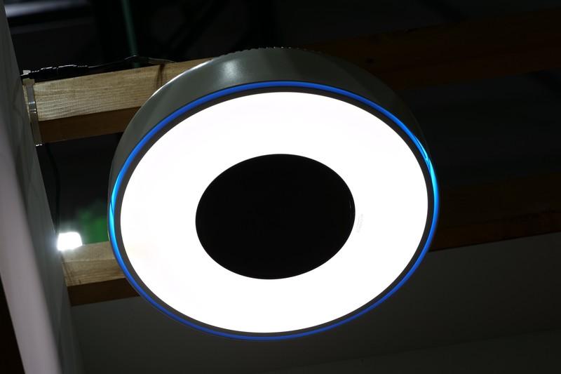 照明一体型のWi-Charge送信機