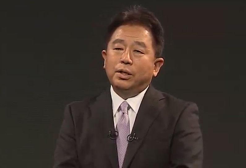 3月5日、Web中継で5Gサービスを紹介するソフトバンクの榛葉淳副社長