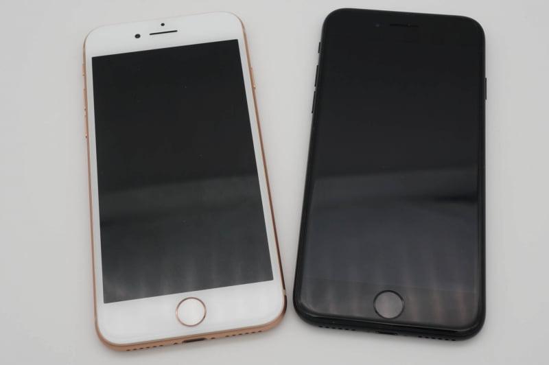 iPhone 8(左)までのモデルは背面カラーによってフロントベゼルの色が白になったが、iPhone SE(第2世代)は黒に統一