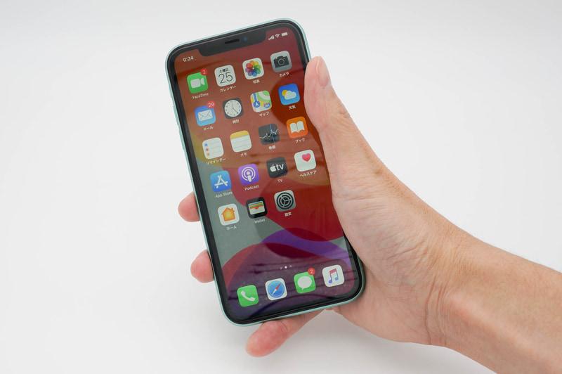 筆者の場合、iPhone 11は片手で使おうとしても、指が隅々まで届きにくい