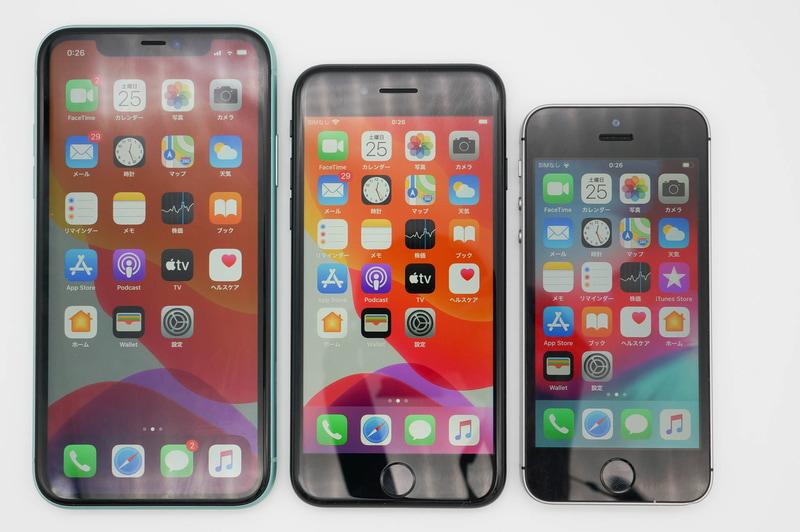 左からiPhone 11、iPhone SE(第2世代)、iPhone SE(第1世代)