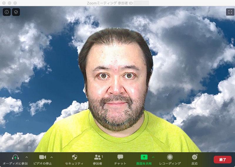 左が実際の拙宅仕事場の背景。中央と右はZoomでバーチャル背景を使い、好みの写真を背景にしているところ。バーチャル背景機能を使うと、人物だけが写り、実際の背景は選択した写真や動画で見えなくなる。この画像だとキレイに背景が合成されているように見えるが、実際は人物の動きに合わせてほんの少し合成にズレが生じ、背景が見えたり、人物の輪郭に変な色が出たりしている