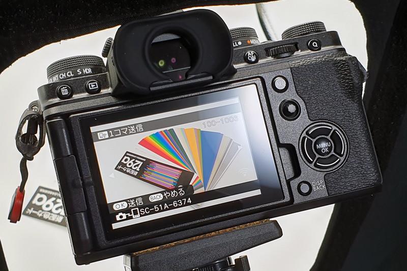 撮影した画像をカメラで1枚ずつ選んでスマートフォンに転送。NFCが搭載されていればなぁ……と思うタイミングも